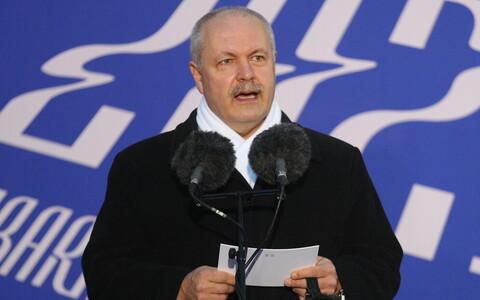 Riigikogu esimees Henn Põlluaas vabariigi aastapäeval kõnet pidamas.