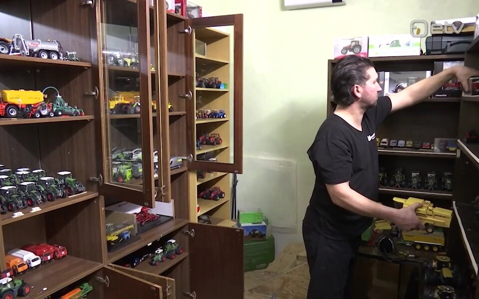 Janek Kalinin kogub mudeltraktoreid.