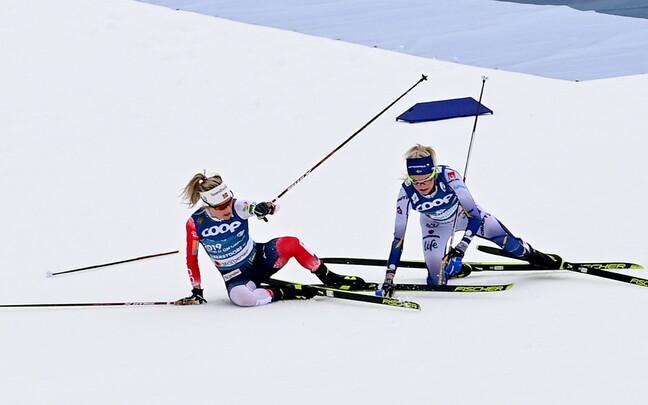 Победительницы скиатлона Тереза Йохауг и Фрида Карлссон упали на первом круге.