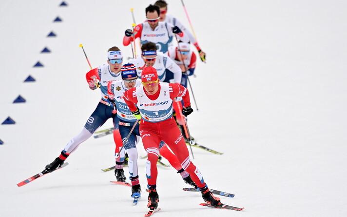 Александр Большунов выиграл мужской скиатлон на ЧМ по лыжным гонкам.