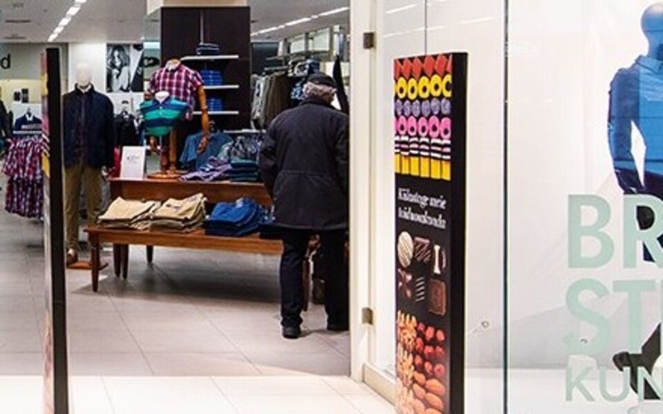 Магазины Marks & Spencer работают в торговых центрах Kristiine и Rocca al Mare в Таллинне.