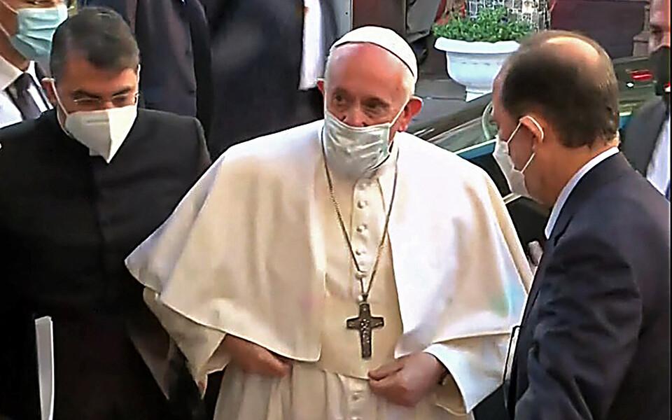 Папа римский Франциск прибыл на встречу с аятоллой Али ас-Систани.