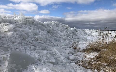Kiideva randa kuhjunud jäämäed.