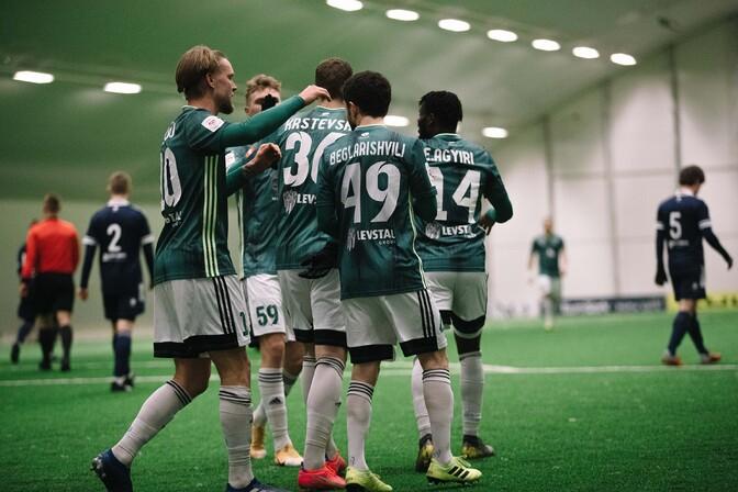ЧЭ по футболу в высшей лиге стартовал с крупной победы
