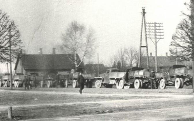 Küüditamiseks kasutatud autod Türil 25. märtsil 1949. aastal.