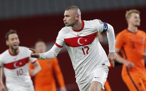 Türgi jalgpallikoondise kapten Burak Yilmaz lõi Hollandile kolmapäeval kolm väravat