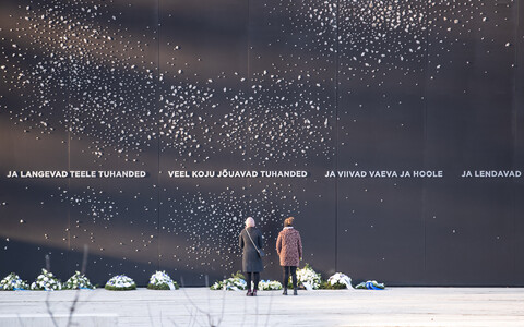 Flowers and wreaths were left at the Memorial to the Victims of Communism in Tallinn on March 25, 2021.
