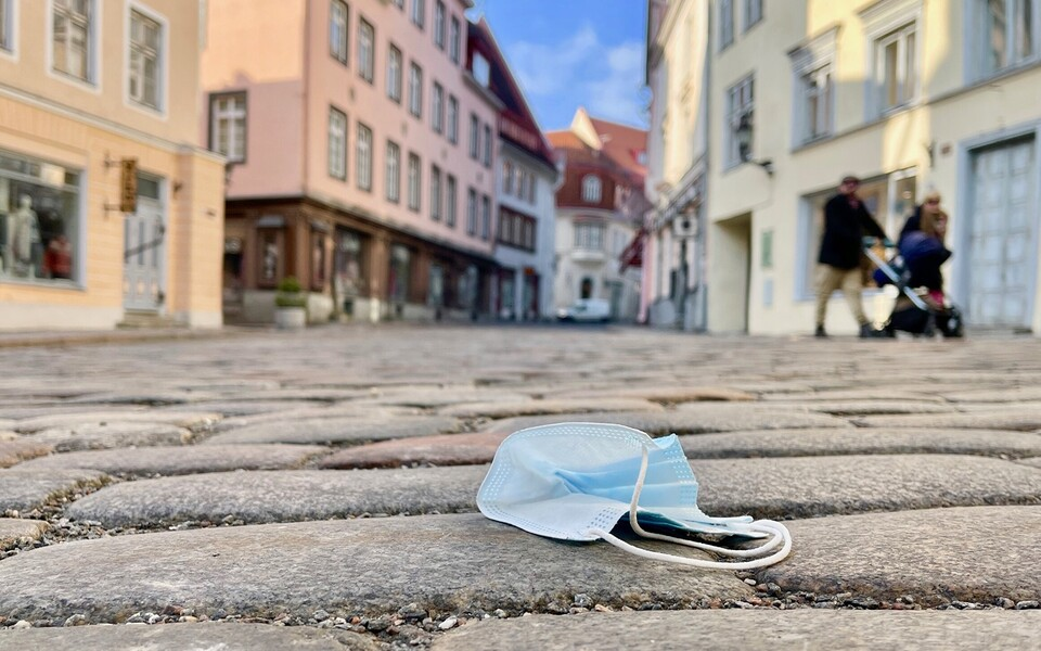 A mask on the street in Tallinn's Old Town on March 27, 2021.