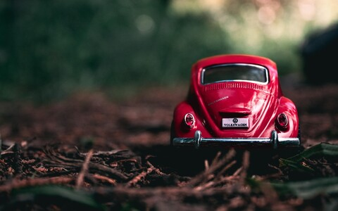 Kuuldused Volkswageni nimevahetusest langetasid ettevõtte börsiväärtust ühe päevaga peaaegu neli protsenti.