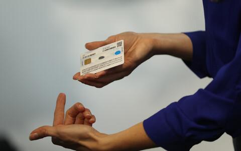 Arnis Paršovsi sõnul kasutavad Eesti ID-kaardile sarnast skeemi maailmas mitmed teisedki riigid, aga tema teada ei ole üheski riigis süsteem kasutusel nii laialt kui Eestis.