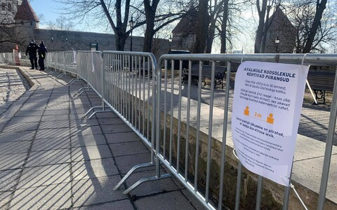 Barriers put up on Toompea to stop protesters gathering.