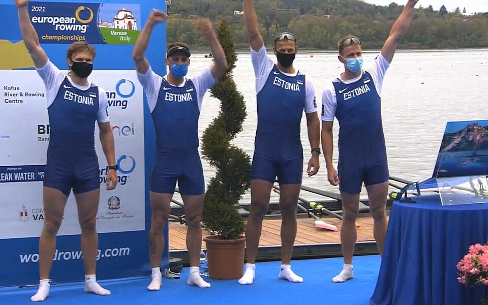 Eesti paarisaeruline neljapaat (vasakult Jüri-Mikk Udam, Allar Raja, Tõnu Endrekson, Kaspar Taimsoo) Varese EM-i medalitseremoonial