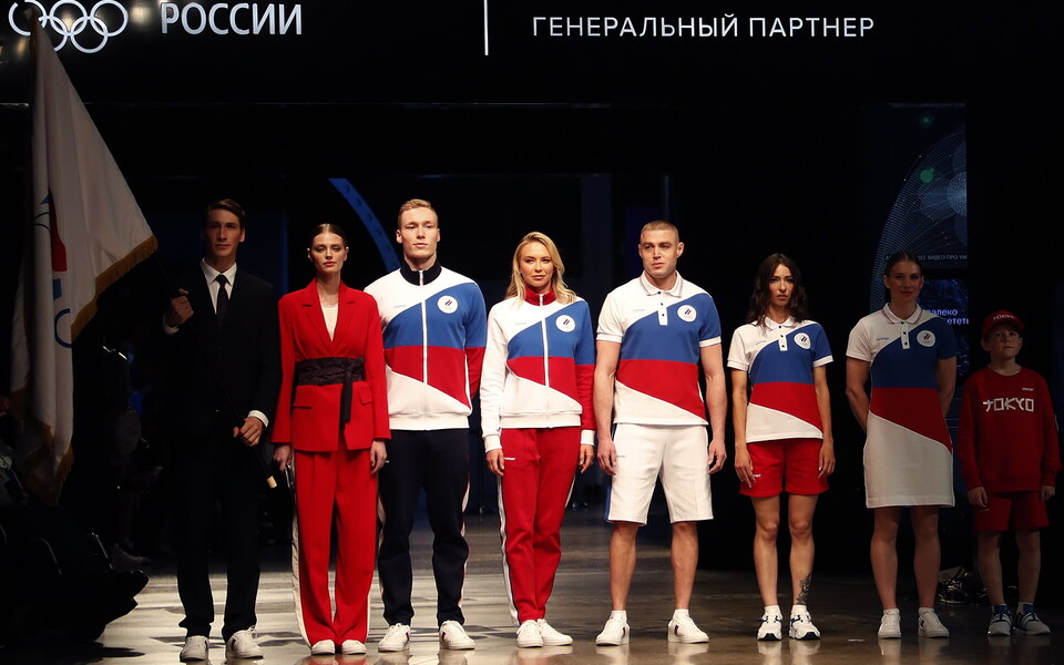 Modellid Venemaa olümpiasportlaste vormiriideid esitlemas.