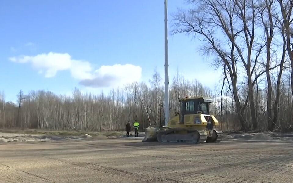 Soojustusega jalgpalliväljaku ehitamine Pärnus.