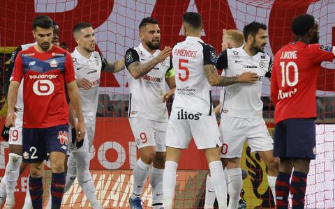 Montpellier' mängijad (valges) Lille'ile löödud väravat tähistamas