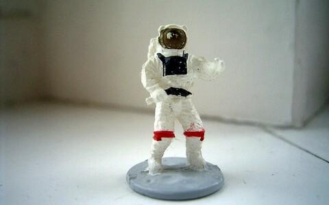 Pikka aega kosmoses viibivaid astronaute kimbutab rida stressiallikaid.