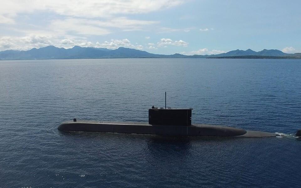Власти Индонезии начали поиски пропавшей лодки.