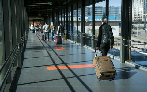 Reisijad lennujaamas.