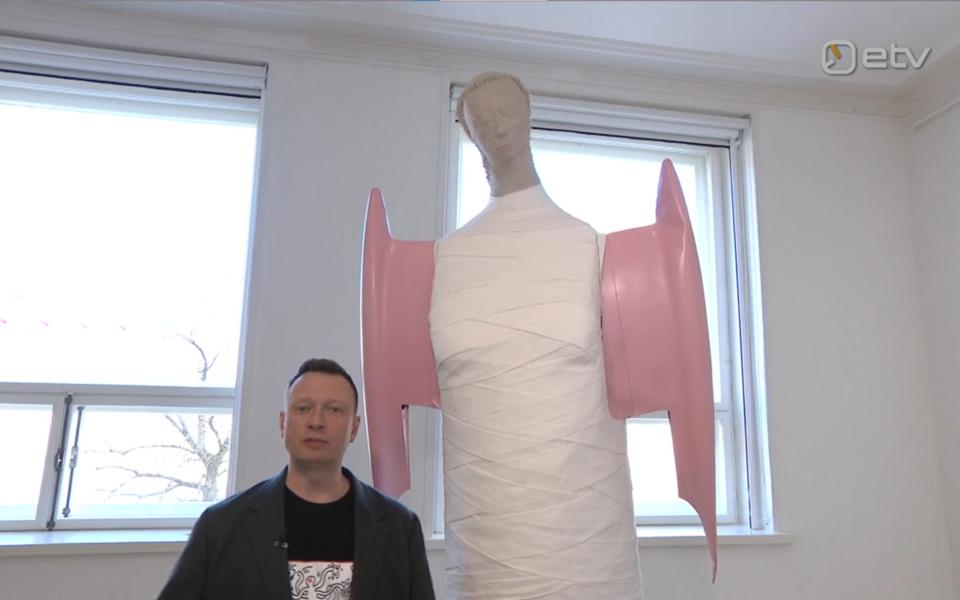 Marko Reikop tegi ringkäigu kunstnike liidu traditsioonilisel kevadnäitusel.