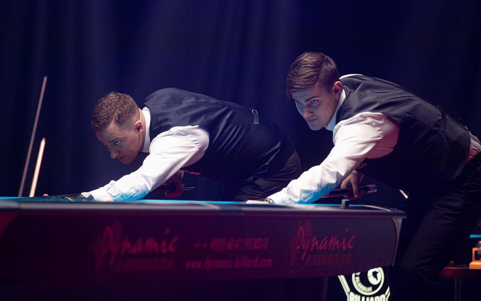 Denis Grabe (vasakul) ja Mark Mägi piljardi Eesti meistrivõistlustel.