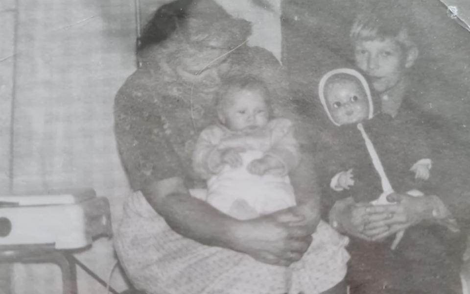 Angelica Udeküll vanaemaga