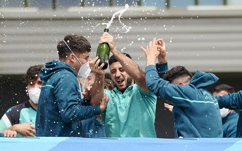 Espanyoli mängijad Hispaania kõrgliigasse naasmist tähistamas.