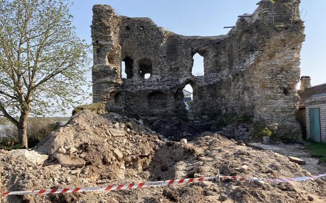 Excavation work at Vasknarva Castle.