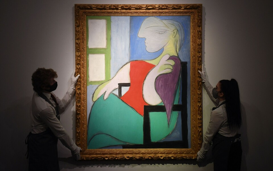 "Pablo Picasso maal ""Woman sitting by a window (Marie-Therese)""."