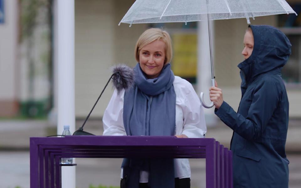 Kristina Kallas Paide keskväljakul.