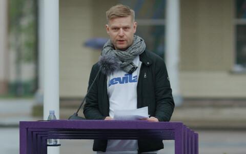 Daniel Vaarik Paide keskväljakul.