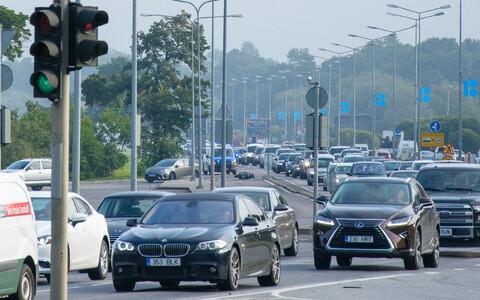 Viimsi vallast pääseb kesklinna kõige kiiremini autoga. See põhjustab Pirita teel tipptundidel aga ulatuslikke ummikuid.