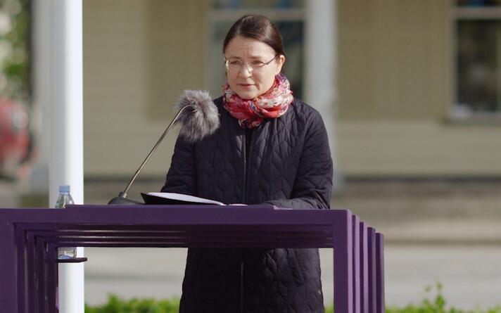 Helena Tulve Paide keskväljakul.