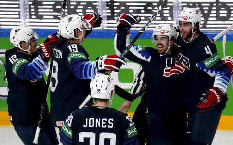 USA jäähokikoondislased väravat tähistamas.