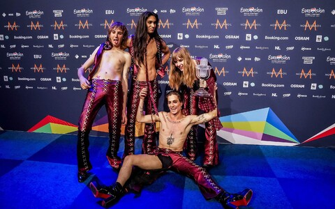 Itaalia ansambel Måneskin pärast Eurovisiooni võitu.