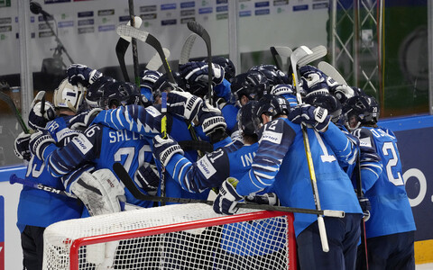 Soome jäähokikoondis tähistamas.