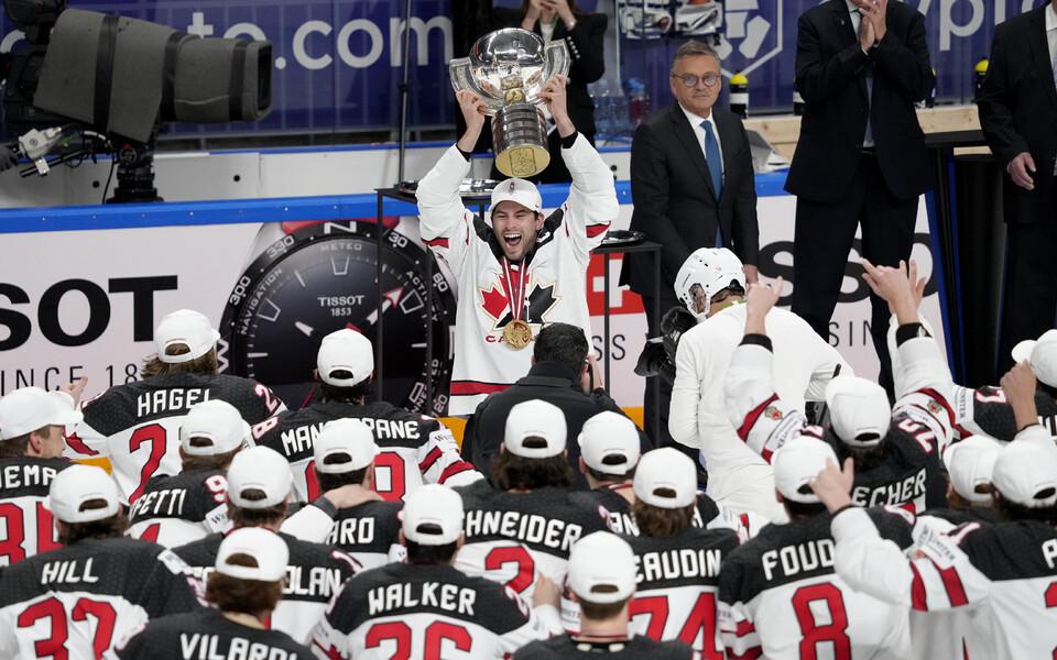 Kanada jäähokikoondis MM-trofeega