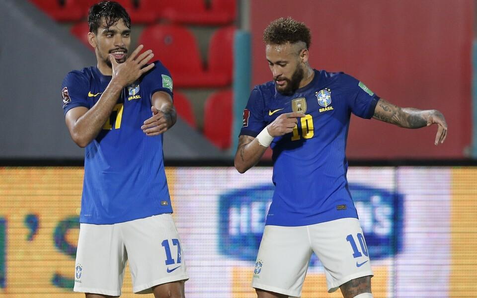 Sambamaa palluritele kohaselt tuleb väravat tähistada tantsuga. Oma liigutusi näitasid väravate autorid Lucas Paqueta (vasakul) ja Neymar