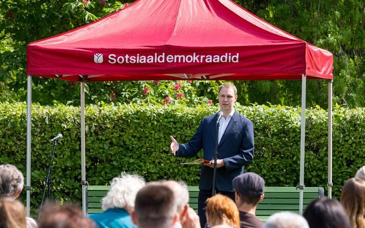 Раймонд Кальюлайд на собрании Таллиннского округа Социал-демократической партии.