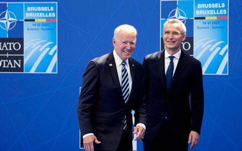 Президент США Джозеф Байден (слева) и генеральный секретарь НАТО Йенс Столтенберг.