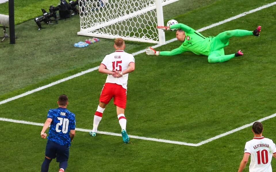 Wojciech Szczesny lõi Poola mängus Slovakkia vastu omavärava