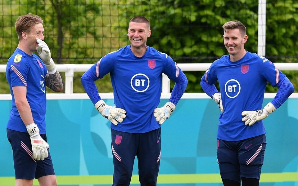 Inglismaa koondise väravavahid, Dean Henderson (paremal).