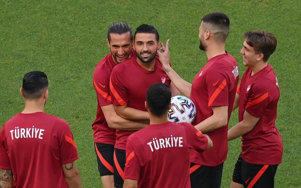 Türgi koondis treeningul Bakuu staadionil.