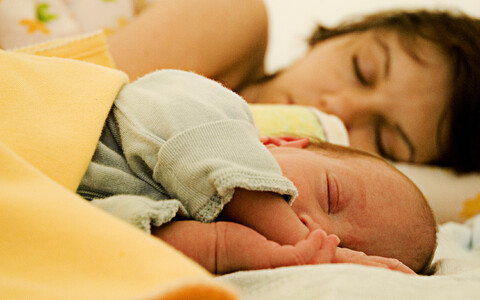 Pooleteise aasta jooksul ei mõjutanud koosmagamine kuidagi ka ema enda lähedust oma lapsega.