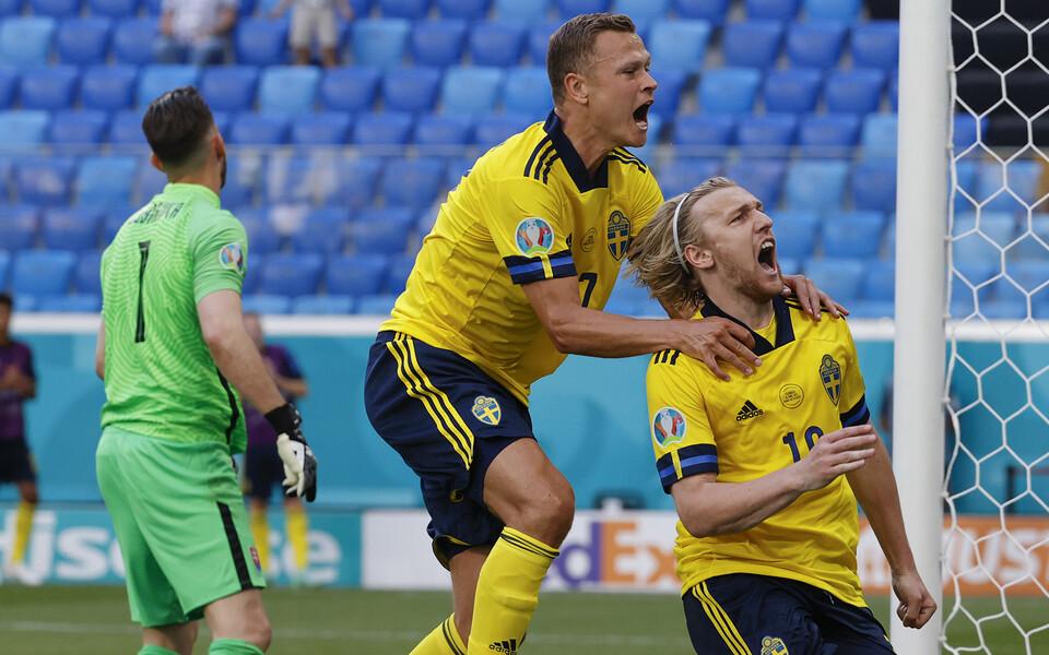 Emil Forsberg ja Viktor Claesson Rootsile võidu toonud penaltit tähistamas