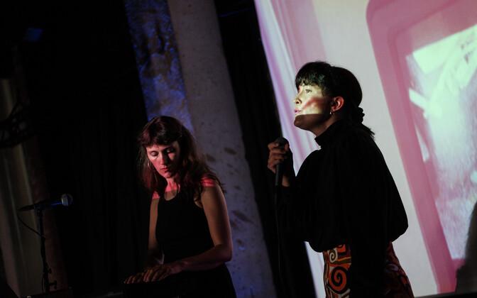 Hannaliisa Uusma ja Brigitta Davidjantsi duo HUNT uue plaadi esitlus