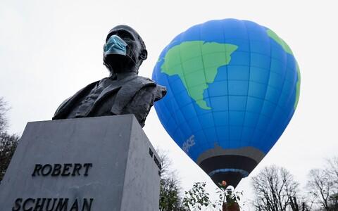 Памятник Роберу Шуману в Брюсселе.