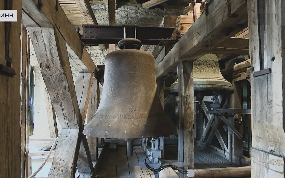 Сегодня в полдень в память о жертвах коронавируса звонили колокола церквей по всей Эстонии.