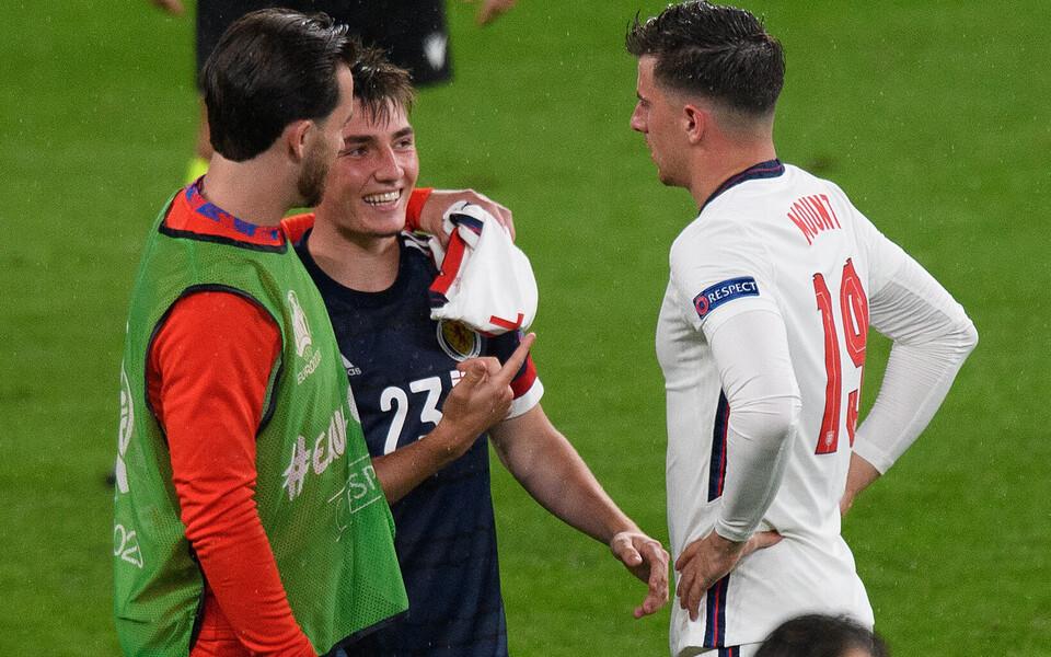 Chilwell, Gilmour ja Mount suhtlemas pärast mängu