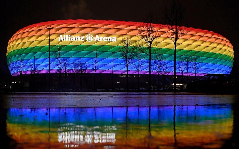 Vikerkaarevärvides Allianz Arena
