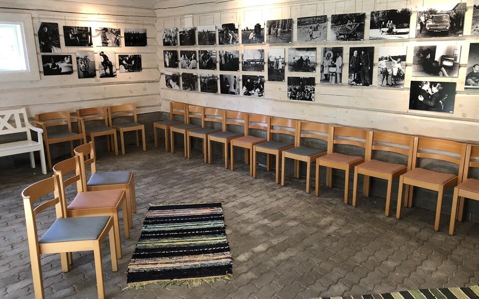 """Vormsi talumuuseumis avati fotonäitus """"Vormsi elu fotodel 1945-1990"""""""